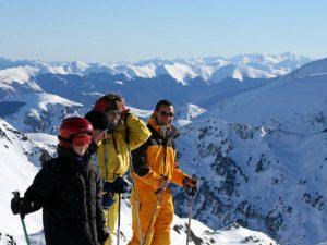 Febrero es un mes de temporada alta de esquí en los Pirineos