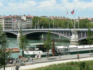Vista de la ciudad de Lyon con el puente Lafayette