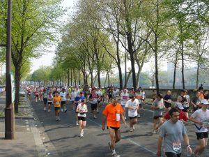 Runners along the Seine